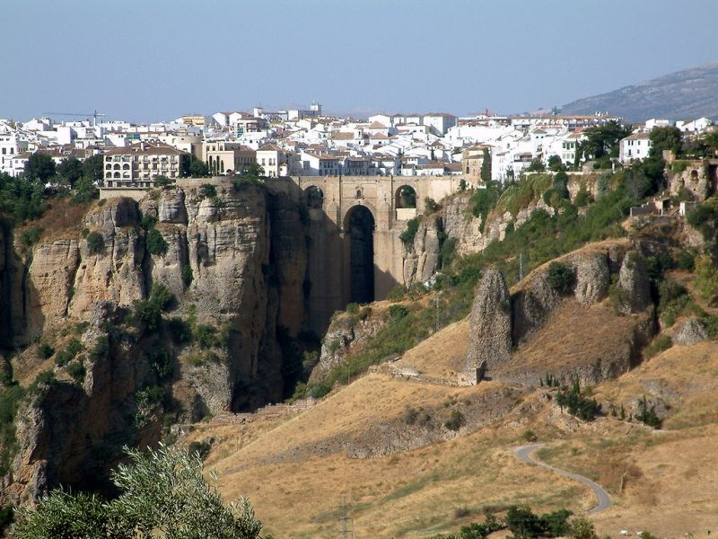 La ville de Ronda se trouve dans une situation géographie exceptionnelle qui fait une grande part de son intérêt